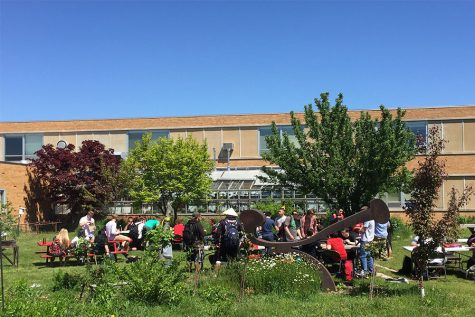 The Seniors celebrate their last day at South with an  end-of-year cookout in the Courtyard.