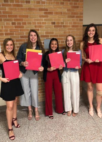 Seniors Jaidan Glavan, Ashley Paltzer, Savannah Brusse, Brenna McDonough, an Anna Opgenorth at scholarship night. All the seniors earning a scholarship, enjoying the moment.